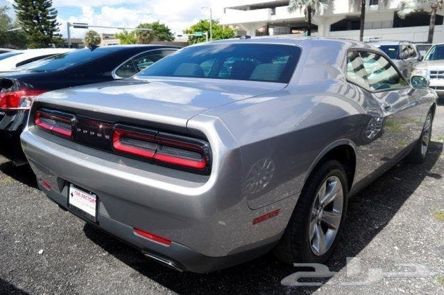 ����� 2015 Dodge Challenger SXT.